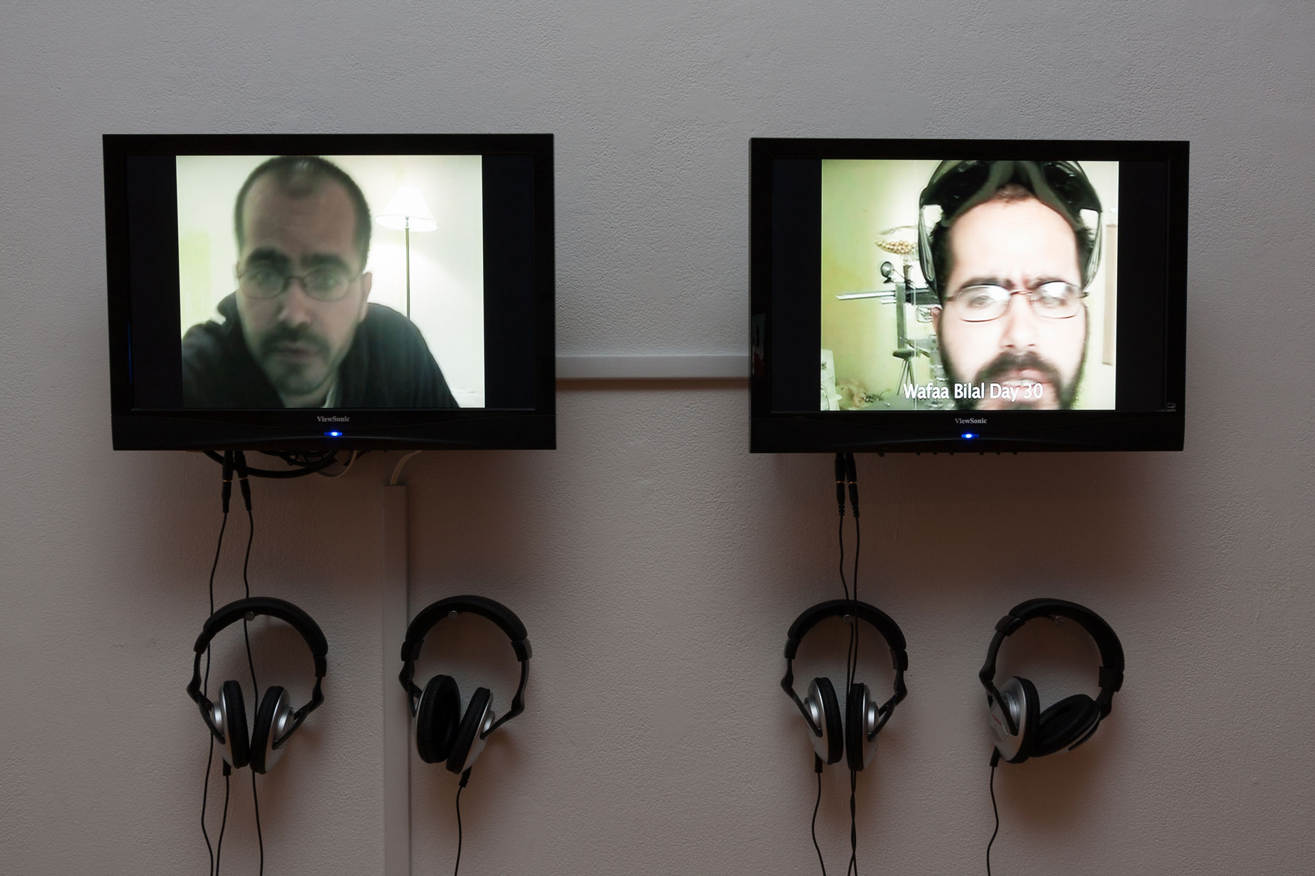 Wafaa Bilal, Domestic Tension: Day 30, 2007, Documentation of interactive performance, installation view